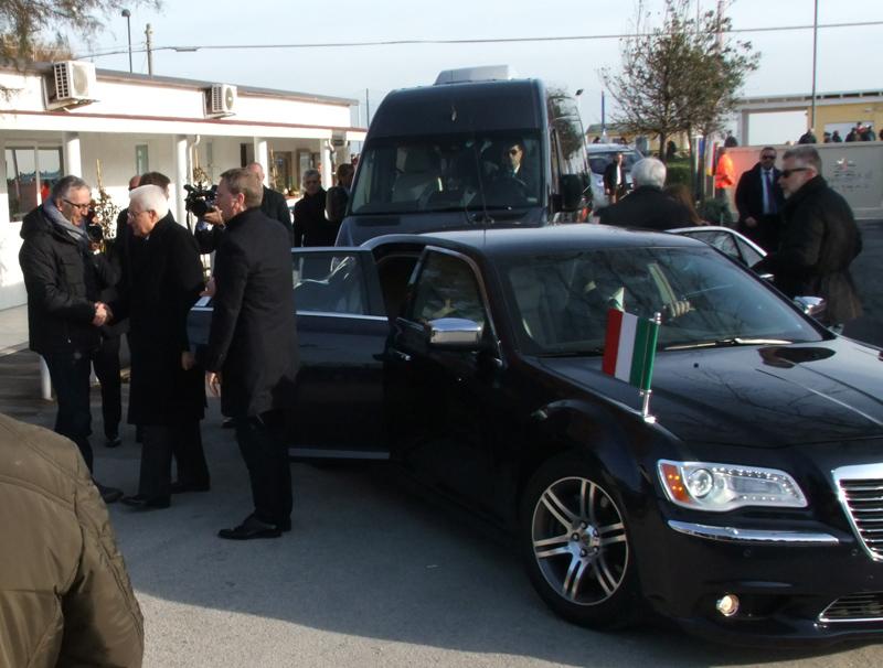Mattarella visita terremotati: impegno istituzioni non si abbassa