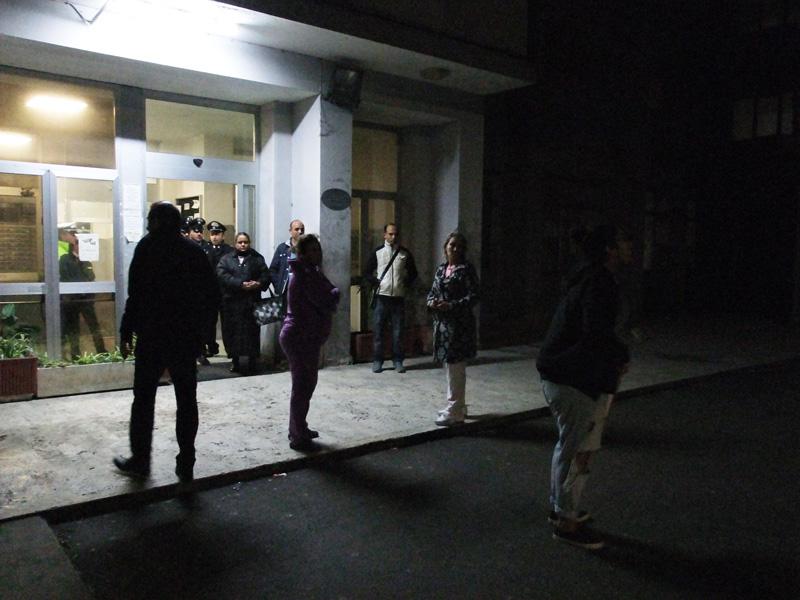 Giornalista di Rete 4 aggredita da migranti durante un servizio