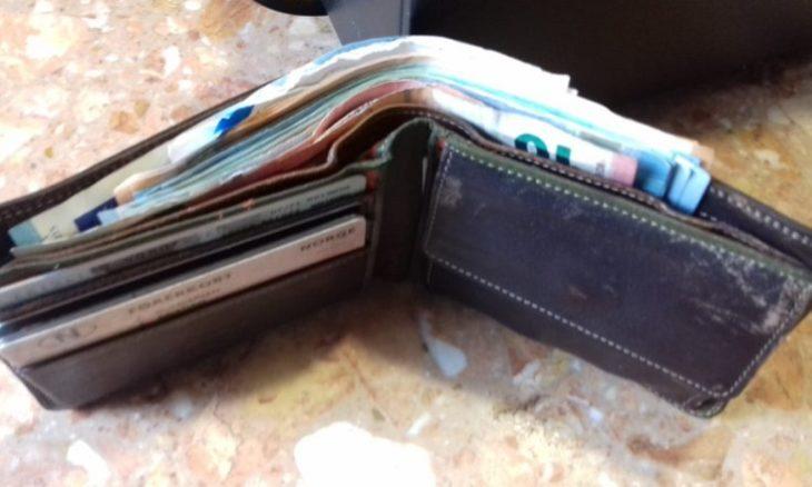 Risultati immagini per portafoglio bancone