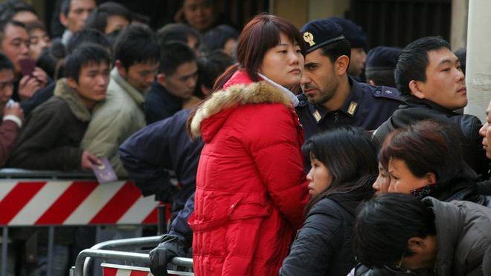 Cinesi con documentazioni artefatte per ottenere permesso ...